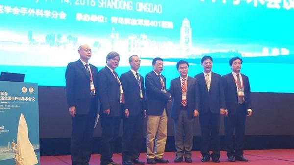 """实验室及复旦大学生物医学研究院pi,上海市""""银蛇奖联合会""""主任委员"""
